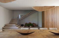 escada de casa degraus marmore travertino guarda-corpo de vidro blog de arquitetura assim eu gosto