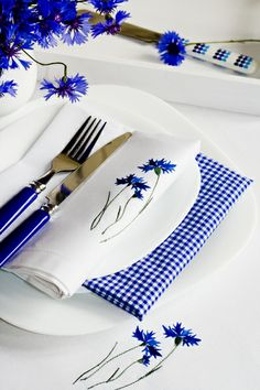 Royal blue table details