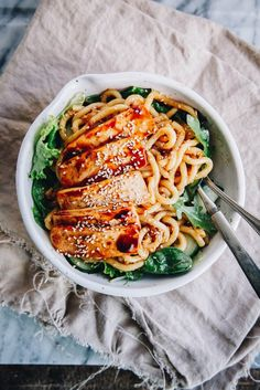 sesame udon noodles with greens and spicy tofu . Veg Recipes, Plant Based Recipes, Whole Food Recipes, Vegetarian Recipes, Dinner Recipes, Healthy Recipes, Pescatarian Recipes, Yummy Recipes, Healthy Food