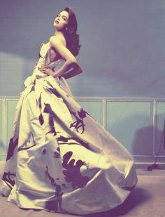 gown looks absolutely fabulous Indian Celebrities, Bollywood Celebrities, Bollywood Actress, Deepika Ranveer, Deepika Padukone Style, Indian Film Actress, Indian Actresses, Indian Fashion, Love Fashion
