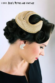 50s vintage cocktail hat / Bonwit Teller by JojosRetroandVintage #millinery #judithm #hats