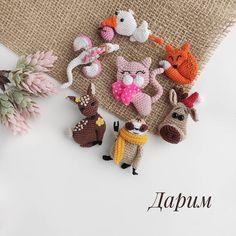 Crochet Brooch, Crochet Art, Crochet Flowers, Crochet Animal Amigurumi, Crochet Animal Patterns, Brooches Handmade, Handmade Toys, Crochet Accessories, Handmade Accessories