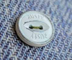 Botones de coser diseñados y fabricados por Apholos. // Sew-On Buttons designed and crafted by Apholos www.apholos.com