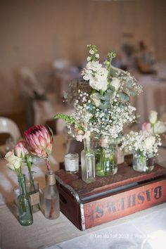 Protea is one of the latest trends in so have a look at the ideas to make your wedding super trendy! Protea bouquets are awesome and very original – Wedding Music, Wedding Book, Wedding Table, Rustic Wedding, 2017 Wedding, Protea Wedding, Wedding Reception Flowers, Wedding Bouquets, Bottle Centerpieces