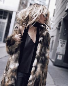 """justine iaboni on Instagram: """"Zara essentials: faux fur coat, velvet neck scarf, spaghetti straps. Check the blog for an inside peek at the newly reopened @zara at @cftoeatoncentre!  LINK IN PROFILE #FashionConnect"""""""