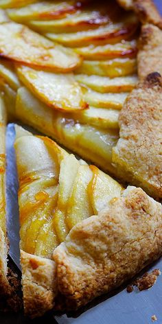 Rustic apple tart - the best apple tart recipe ever with homemade pie crust Crazy crumbly buttery and flaky a perfect recipe for any occasions Easy Tart Recipes, Apple Pie Recipes, Fruit Recipes, Dessert Recipes, Cooking Recipes, Apple Tart Recipe Easy, Recipes For Apples, Fruit Dessert, Rustic Apple Tart