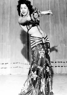 ❋ danseuse de ventre orientale égyptienne ❋ (photographie en noir et blanc vintage) Egyptian belly dancer, vintage black and white photograph
