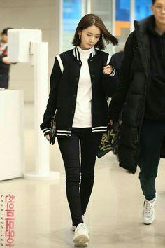 Korean Fashion On The Streets Of Paris Snsd Airport Fashion, Kpop Fashion, Asian Fashion, Fashion Pants, Womens Fashion, Yoona Snsd, Airport Style, Girls Generation, Asian Woman