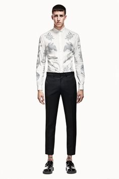 Welcome to the official online flagship for the Alexander McQueen fashion house. Discover designer clothing and accessories for men and women. Alexander Mcqueen, Fashion Brand, Mens Fashion, Queen Fashion, Summer Lookbook, Men Formal, Men Street, Well Dressed Men, Matching Outfits