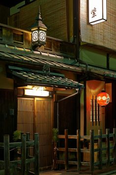 Traditional establishment in Kyoto, Japan |  Photography by Bernard Languillier on Flickr
