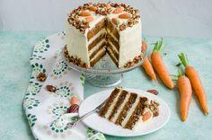 Carrot cake-Tort cu morcovi a devenit unul dintre torturile noastre preferate. Prima data cand am auzit de acest tip de tort, nu am fost foarte convinsa. Insa dupa ce l-am gustat, am devenit de-a dreptul fanul lui numarul unu! Romanian Desserts, Carrot Cake, Pecan, Tiramisu, Carrots, Waffles, Sweet Treats, Sweets, Breakfast