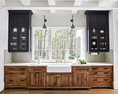 [CasaGiardino] ♛ Windows and crackle subway tile and white quartz countertop. Love the dark blue but not the base reclaimed wood cabinets.
