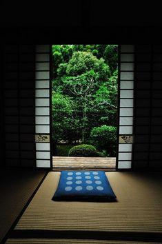 Tatami room at Tofuku-ji temple, Kyoto, Japan. Photography by Kenny on Ganref The Kimono Gallery Traditional Japanese House, Japanese Modern, Japanese Interior, Japanese Design, Japanese Culture, Tatami Room, Japanese Temple, Japanese Castle, Japan Garden