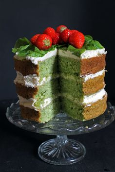 This spinach cake is so green! The flavour of the spinach fades away beneath the coconut, and it is made a bit lighter with yogurt. It is a fun, easy and delicious vegetable cake recipe. Veggie Cakes, Vegetable Cake, Yogurt Cake, Coconut Yogurt, Coconut Cream, Prime Rib, Bolo Vegan, Spinach Cake, Healthy Cake Recipes