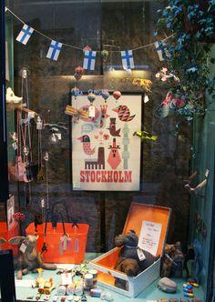 Stockholm love: store window in Gamla Stan, Stockholm and awesome Stockholm print in the window.