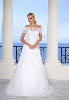 Wedding dresses by Ladybird Bridal are stylish, affordable and have the perfect fit. Also plussize sizes, vintage and bohemian bridal wedding dresses! Lace Bride, Wedding Dress Sleeves, Bridal Wedding Dresses, Dream Wedding Dresses, Lace Dress, Tulle Ball Gown, Ball Gown Dresses, Illusion Dress, Marie