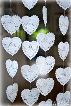 Artículos similares a Paper hearts garlands, wedding backdrop, photo props , DOILY Hearts, paper garland, heart garland, wedding mobile, bridal shower decor en Etsy