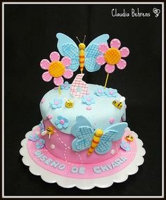 bolo infantil de borboletas