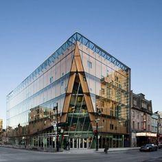 건물의 코너를 접는다? 2개의 파사드가 만나는 코너, 모서리는 공간이 집중되는 곳입니다. 공간이 집중되는 만큼 에너지 또한 함축적으로 응축됩니다. 이번 프로젝트는 심플하며 세련된 더블스킨 파사드와 그 파..