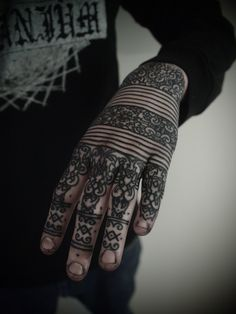 I can't tell it this is henna or tattoo! But I looked it up and it is a tattoo: http://guyletatooer.com/