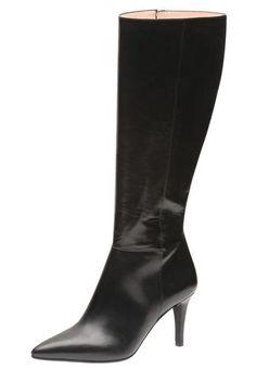 d4f7342ab9e8ff Modisch Schritt halten in der neuen Saison - mit dem neuen Stiefel vom  Trendlabel Evita kein