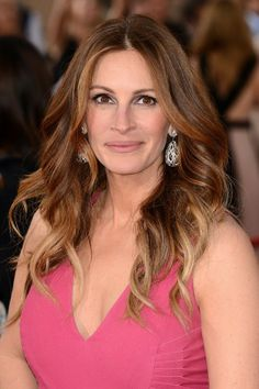 Julia Roberts Ombre Hair Color: tarting Level: 5 Base to mids: 6GD (1/2oz), 6CR (1/2oz), 6N (1/2oz), mixed with 30 vol Hairmonics developer (1 1/2 oz) Ombre: Naturlite White Powder (1 scoop), mixed with 2 scoops 10 volume cream developer #copper #ombre