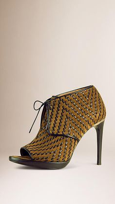 Burberry ~ Light oak brown Lace-up Ankle Boots