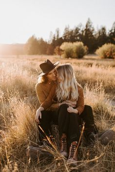 69 Ideas For Photography Poses Couples High Schools Senior Photos Shooting Couple, Couple Posing, Couple Portraits, Couple Shoot, Cute Couple Poses, Posing Couples, Engagement Session, Engagement Couple, Engagement Pictures