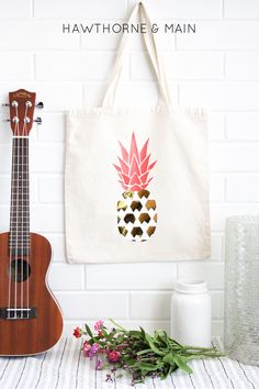 What an easy fun pineapple bag idea! This looks amazing!! You could totally  customize it by using any color!