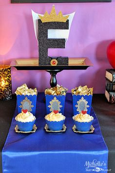 Fun party ideas and inspirations for your next Disney Descendants party! Plan a Villainous watch party or birthday party with these easy tips by Michelle's Party Plan-It! Villains Party, Disney Villains, Evie Descendants, 9th Birthday Parties, 8th Birthday, Birthday Ideas, Girl Parties, Bday Girl, Party Decoration