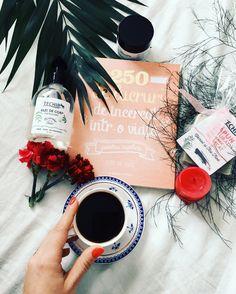 Chiar și in cele mai friguroase zile, răsfățul nu trebuie să lipsească. 💕  Ideile noastre: o cafea, o carte bună și produsele preferate Techir. ☕️🌿