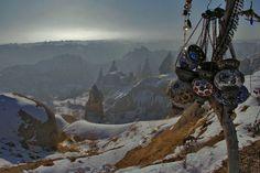 """O fotógrafo e cineasta Thomas Canton registrou as formações rochosas da Capadócia, na #Turquia. """"Quando vistas do alto, as pedras lembram as crateras da lua"""", contou."""