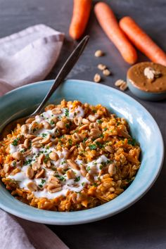 Vegan carrot risotto with peanut - PASTA Greek Recipes, Meat Recipes, Healthy Dinner Recipes, Vegetarian Recipes, Food Items, Veggies, Stuffed Peppers, Meals, Cooking