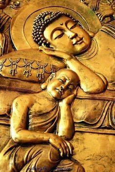 **Mahaparinirvanaya (Death of Buddha). The monk aside is 'Ananda Thero' who is sorrowing about buddha's parinirvanaya. Lotus Buddha, Art Buddha, Buddha Zen, Gautama Buddha, Buddha Buddhism, Buddhist Art, Buddha Painting, Statues, Little Buddha