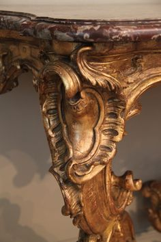 Détail d'une console de Nicolas Heurtaut  Style Louis XV European Furniture, Luxury Furniture, Style Louis Xv, French Console Table, Curved Wood, French Style Homes, French Antiques, Wood Turning, Wood Crafts