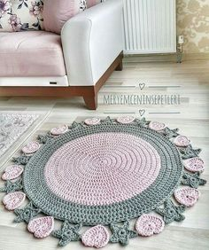 Pinned 4 inspiration *I& do a rectangle and add this border to that instead. The crochet rug you saw in the picture. 429 likes 10 comments 25 Snug Interior Designs with Oval Rugs Veja esta publicação do Instag Discover recipes, home ideas, style inspira Crochet Mat, Crochet Carpet, Crochet Mandala, Love Crochet, Crochet Doilies, Crochet Stitches, Crochet Home Decor, Crochet Crafts, Crochet Projects