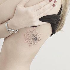 #tattoo#tattoos#tattooing#tattoowork#tattooart#flowertattoo#geometrictattoo #blackwork#타투#꽃타투#기하학타투#타투이스트꽃#tattooistflower  flower & geometric  기하학과 난꽃