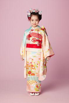 七五三 きもの 帯 Japanese Costume, Japanese Kimono, Japanese Outfits, Japanese Fashion, Geisha, Kabuki Costume, Yukata Kimono, Kimono Design, Japanese Characters