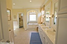 4 Woodside Drive, Sherwood AR - Trulia Wow!!  Love this master bath and the tub alcove!!!!