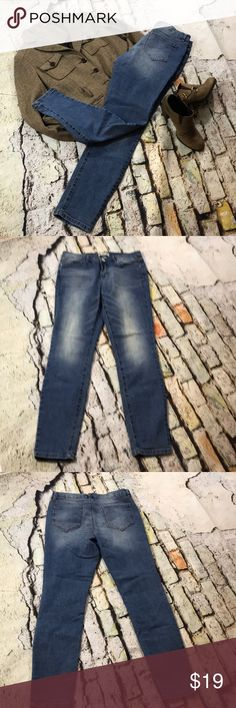 Vintage America 6/28   Light wash  Skinny Skinny Vintage America skinny size 6/28. Light wash. Great used condition. Inseam approximately 28 1/2. Rise approximately 9.  Flat lay waist approximately 15. Some stretch.    (577) Vintage America Jeans Skinny