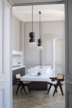 This Parisian kitchen is designed by the architect Joseph Dirand. This kitchen is both classic and modern and makes elegant use of the existing Epoque Planchers En Chevrons, Interior Design Kitchen, Interior Decorating, Kitchen Designs, Parisian Kitchen, Joseph Dirand, Custom Kitchens, Recycled Furniture, Cool House Designs