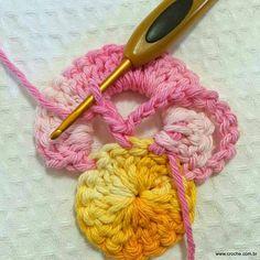 Crochet Bird Patterns, Crochet Tablecloth Pattern, Crochet Birds, Granny Square Crochet Pattern, Crochet Motif, Crochet Flowers, Diy Crafts Crochet, Crochet Projects, Crochet Parrot