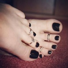 Pretty Nails Sexy Feet :) Those toe rings! Beautiful Toes, Pretty Toes, Pretty Nails, Nice Toes, Black Nail Polish, Black Nails, Toe Nail Polish, Manicure Y Pedicure, Mani Pedi