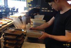 #curry #Taiwan #Taipei #staff #delicious #咖哩娘 #咖哩飯 #咖哩 #diner #restaurant #work  #chef #手打香料 #ready #preparation