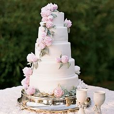 17 Peony Wedding Cake Ideas | Confetti Daydreams