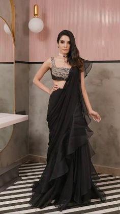 Fancy Sarees Party Wear, Saree Designs Party Wear, New Saree Designs, Party Wear Indian Dresses, Designer Party Wear Dresses, Indian Gowns Dresses, Indian Bridal Outfits, Indian Fashion Dresses, Indian Bridal Sarees