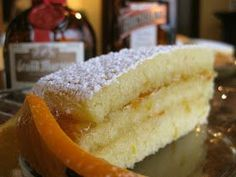 Torta Maria Luisa es un postre muy popular en El Salvador. La torta tenia muchas capas del relleno.