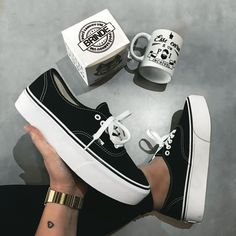 Discover recipes, home ideas, style inspiration and other ideas to try. Sneakers Vans, Vans Shoes, Sneakers Fashion, Oxford Shoes, Sock Shoes, Cute Shoes, Me Too Shoes, Vans Authentic, Platform Vans