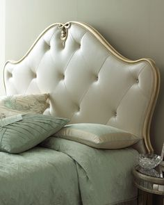 loving this glamorous headboad and this mint bedding!