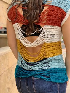 Easy open back crochet top - the twisted chains crochet top pattern - Mommy loves yarn Crochet Summer Tops, Crochet Halter Tops, Crochet Shirt, Crochet Vests, Moda Crochet, Free Crochet, Crochet Edgings, Crochet Motif, Knit Crochet